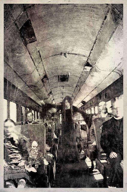 foto antigua de gente en vagon de tren