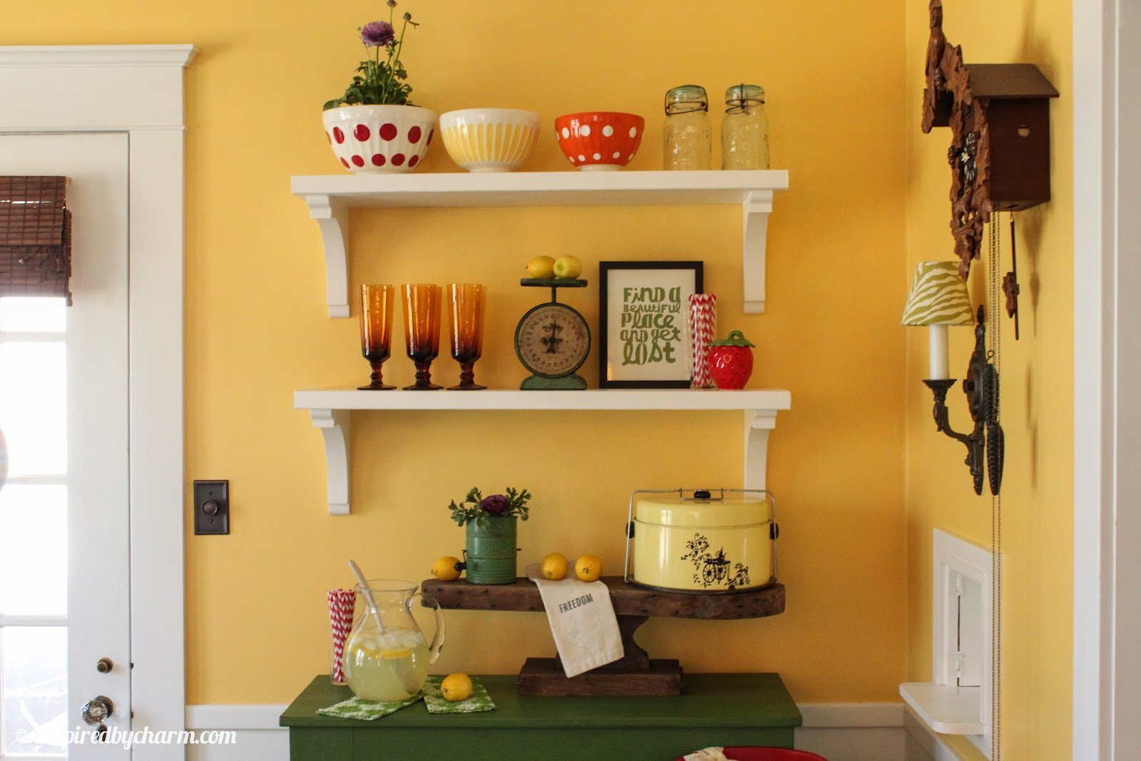 Wall shelves dining