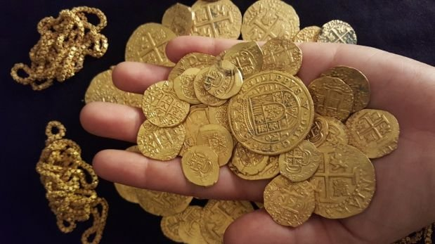 A family found a shipwreck gold 300 years old
