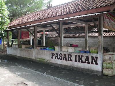 Pasar Ikan di Pantai Kuwaru Bantul