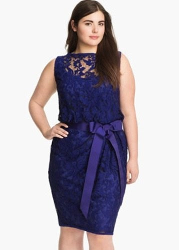 modelo de vestido de renda azul para gordinhas
