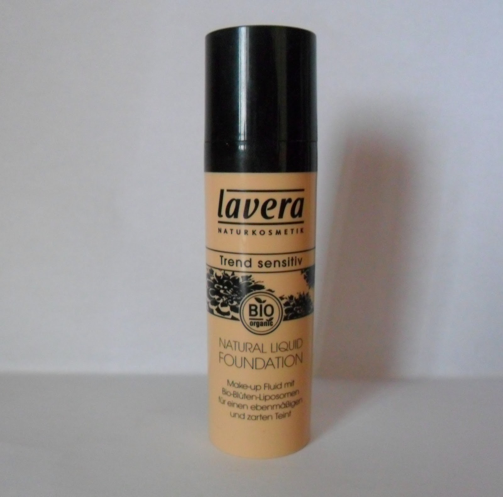 Cheap chic ecco verde lavera natural liquid foundation for Verde rame quando usarlo
