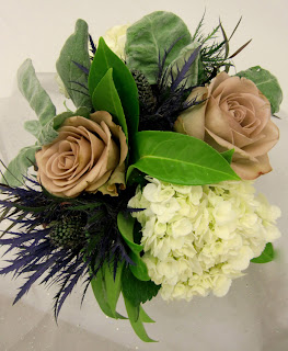 Willow & Bloom centerpiece - sage and nude roses    Photo by Patricia Stimac