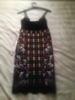 Vestido falda lápiz de TRF, Zara