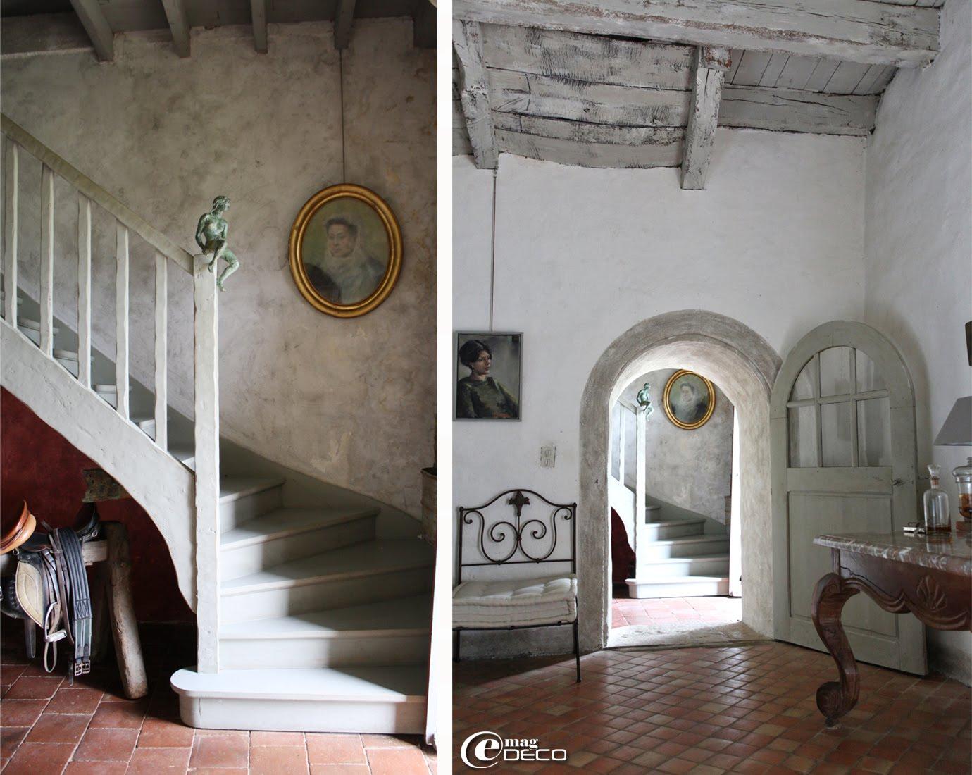 Tableaux de Christoff Debusschere dans le salon du Relais de Roquefereau, maison d'hôtes à Penne-d'Agenais
