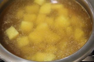 Menú de hoy: Sopa de almendras y Tortillas varias