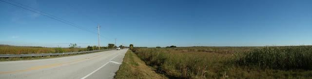 US 41 a través de los infinitos Everglades y el arcén para la bicicleta
