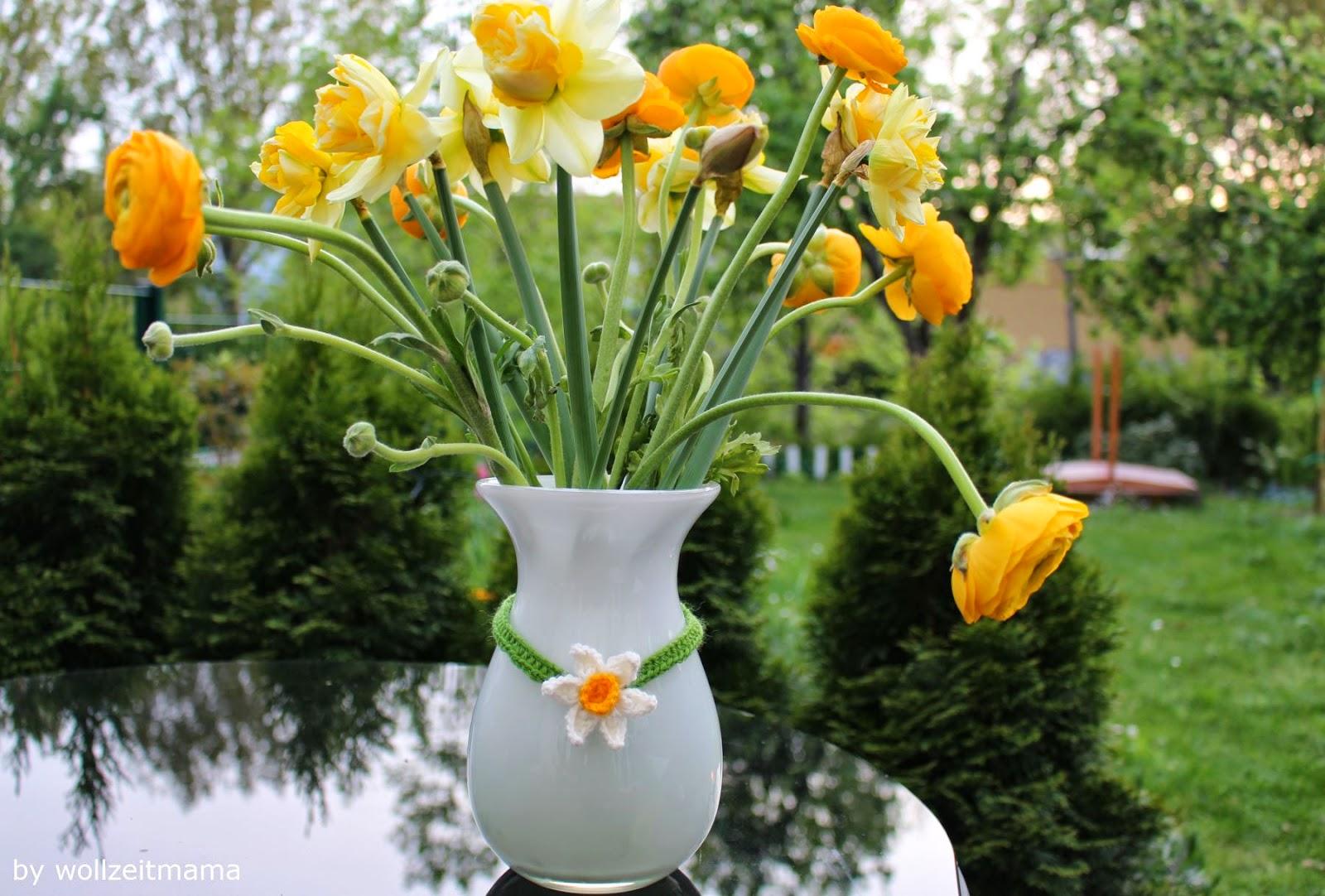 Deko: Halskette für die Blumenvase häkeln, Wohnaccessoires