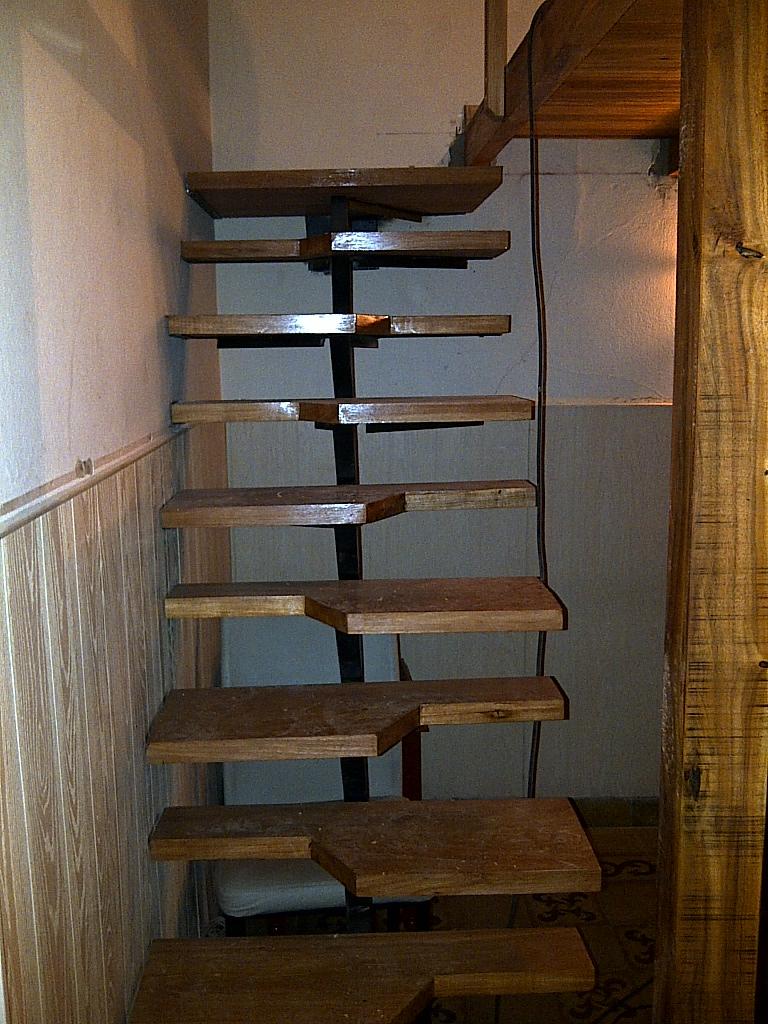 Escalera alternada nativa pisos y equipamiento for Escalera 5 pasos afuera