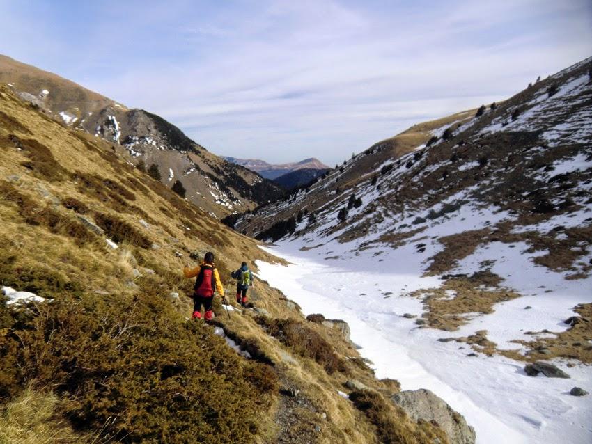 Río de les Clotes en el descenso del Puigmal hacia la Font de l'Home Mort y el Coll de les Barraques.