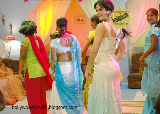 Katrina kaif wardobe malfunction dancing