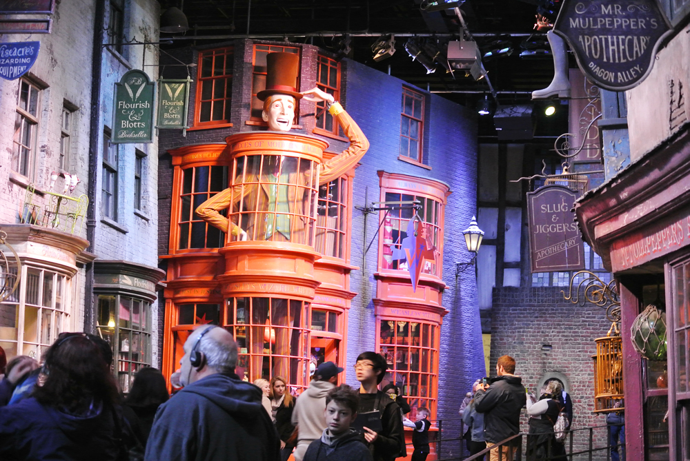Warner Bros Studio Tour The Making of Harry Potter - Diagon Alley