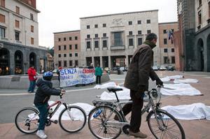 CLICK HERE UNDER-Scuola pubblica stesa. In piazza