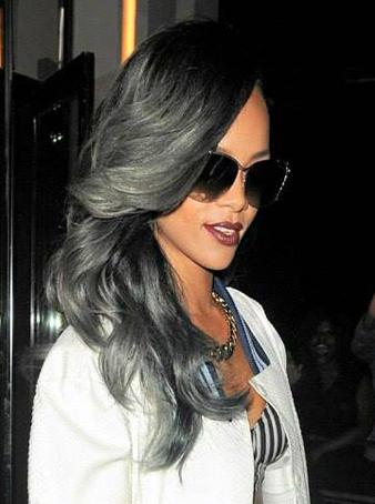 Rihanna buz grisi saç rengi ve Rihanna dalgalı saç modeli