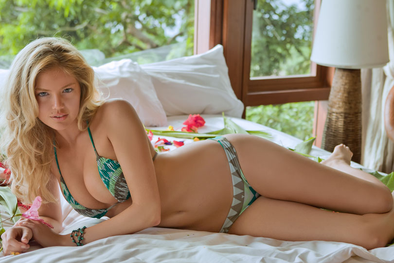 The outside scoop kate upton sports illustrated swimsuit kate upton sports illustrated swimsuit edition cover girl voltagebd Gallery