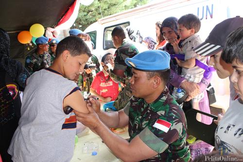 Serunya Anak-Anak Lebanon Bermain Bersama Prajurit TNI
