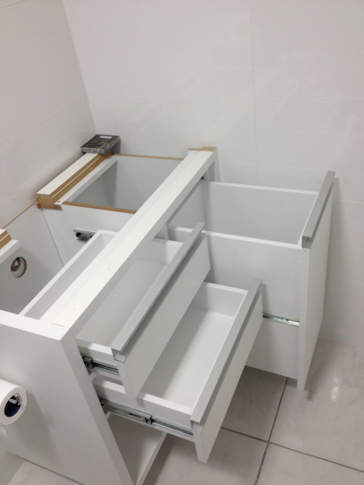 Balcão + Iluminação do Banheiro  Reforma do Big Apê -> Armario De Banheiro Com Cesto De Roupa Suja