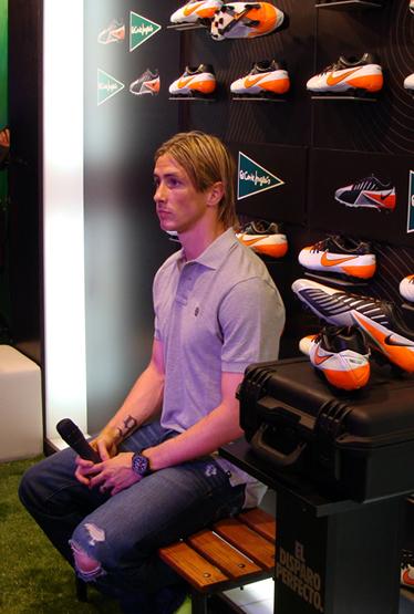 botas de fútbol Nike T90 Laser IV presentadas por Fernando Torres