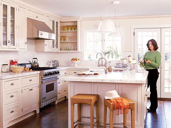 Cottage kitchens luxury designs 2013 for Cottage kitchen cabinets ideas