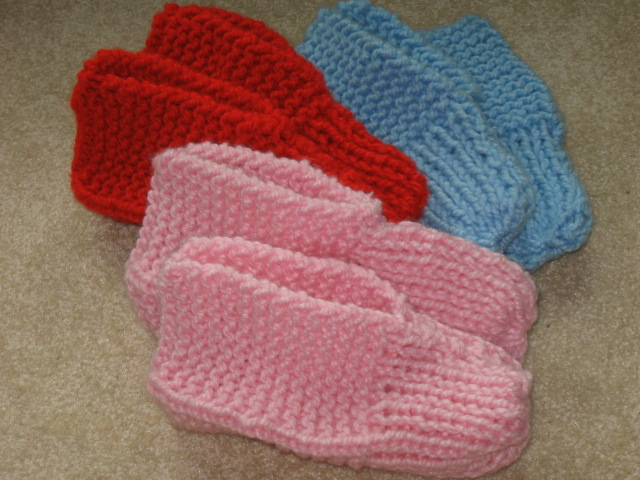 Knit Slippers Pattern Free : Chipmunknits: Knitting TV Slippers