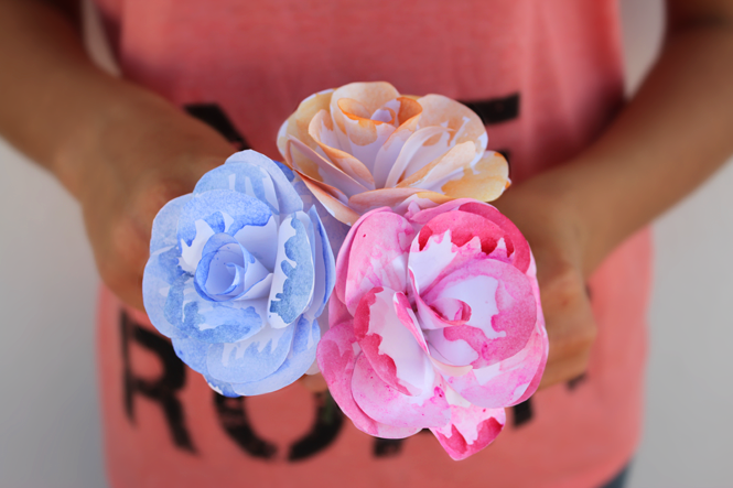 http://curlymade.blogspot.pt/2014/06/diy-watercolor-paper-flowers.html