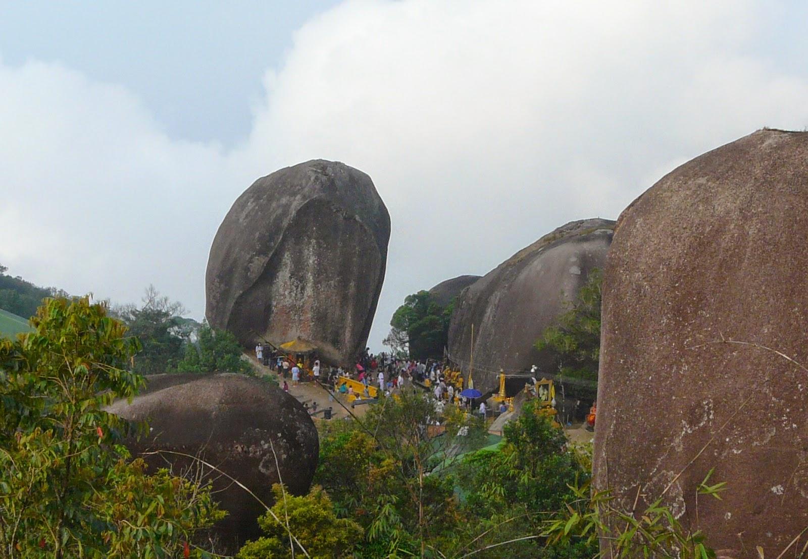 Khao Khitchakut boulder