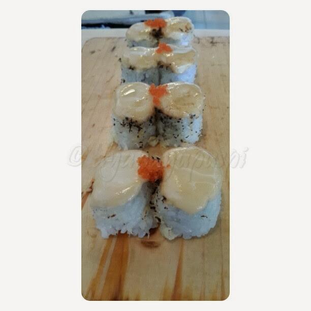 takarajima resto. takarajima restaurant. takarajima depok. takarajima sushi. takarajima margonda. sushi. salmon crunchy. salmon
