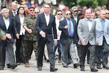 ➥ Segundo clichê: Para salvar o que resta de Bolsonaro, Forças armadas ocupam o país