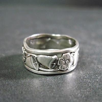 https://www.etsy.com/listing/165489695/vintage-art-deco-wedding-band-ring-1930s?ref=favs_view_1