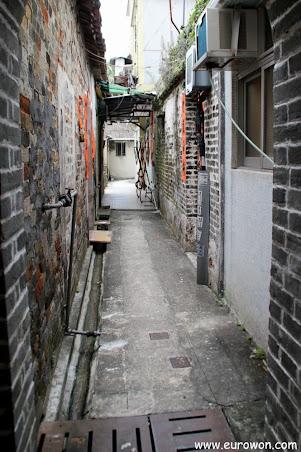 Callejuela interior de Sheung Cheung Wai.