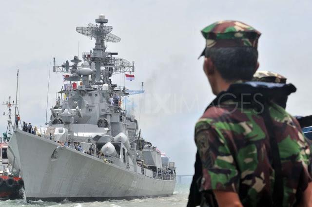Kapal Perang India - INS Ranjit Saat mengunjungi Indonesia