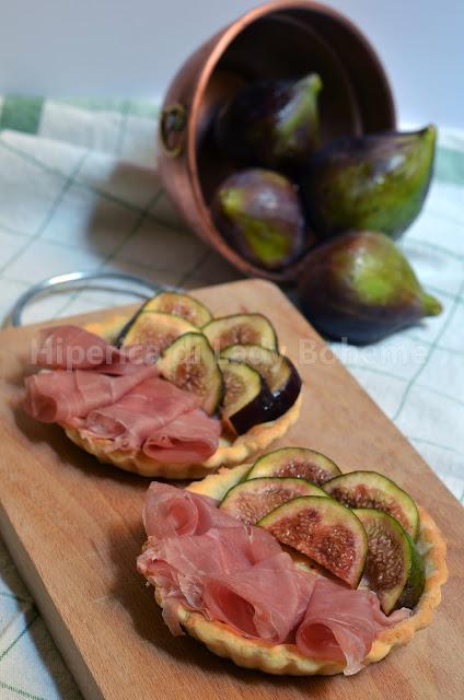 hiperica_lady_boheme_blog_di_cucina_ricette_gustose_facili_veloci_tartellette_ai_fichi_e_prosciutto_1