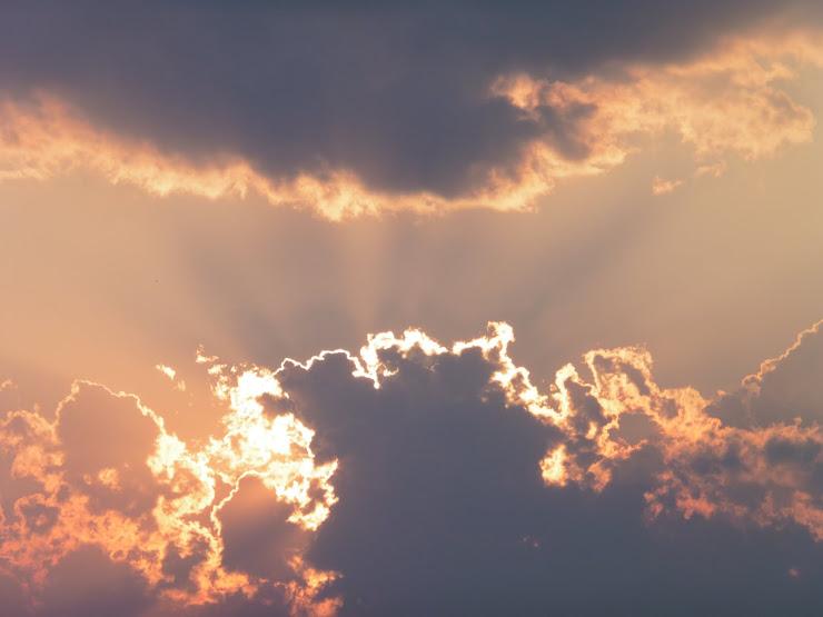 Elke wolk hat in sulveren râne