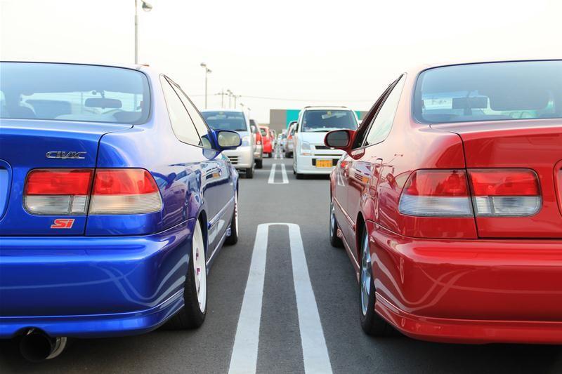 Honda Civic VI Coupe, coupe dla młodego, popularny samochód z lat 90, usportowiony, ciekawy, tuning, pasja, czerwony, niebieski, tył, blue, red, tuned, photos, galeria, VTEC is kicking in, wysokoobrotowy silnik