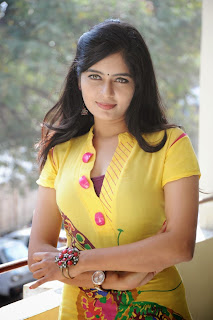 actress madhumitha Pictures at cut chesthe pm 016.jpg