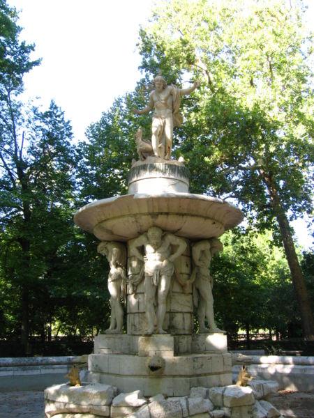 Color y forma la fuente de narciso en el jard n del pr ncipe for El jardin de aranjuez