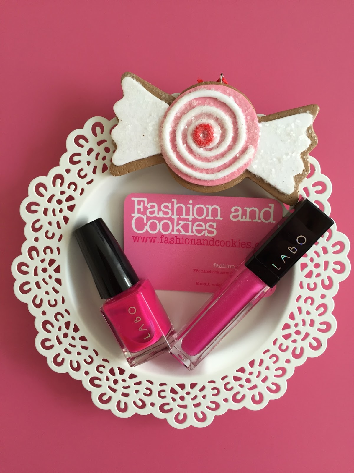 Labo Make-Up Led pink gloss and nail polish on Fashion and Cookies fashion and beauty blog, fashion and beauty blogger