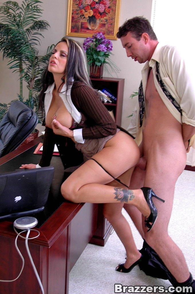 u-sekretarshi-porno
