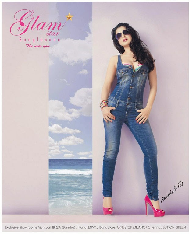 Ameesha+Patel+in+tight+jeans