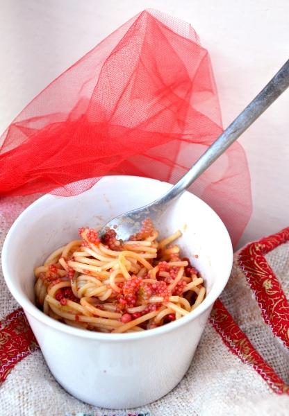 spaghetti con crema di porri e uova di lombo rosse