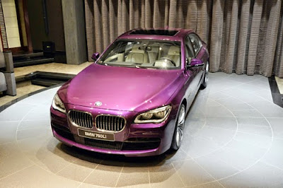 Xe BMW 760 Li màu tím chạng vạng
