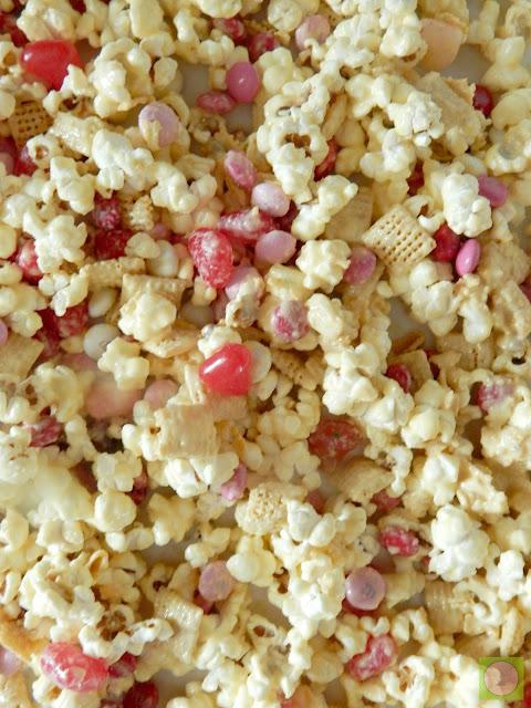 valentine's funfetti popcorn (sweetandsavoryfood.com)