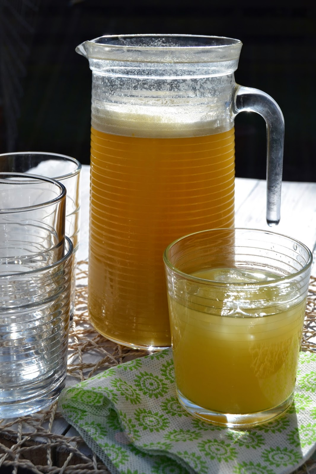 sparkling pineapple and green tea drink