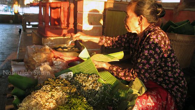 Simbah penjual Nasi Urap