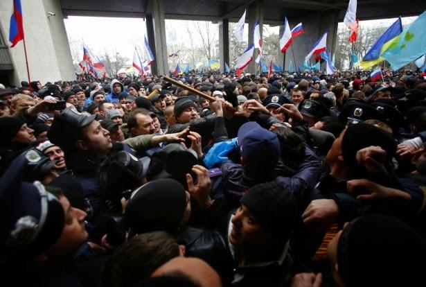 اشتباكات بين مؤيّدين للسلطات الأوكرانية ومعارضين لها في القرم