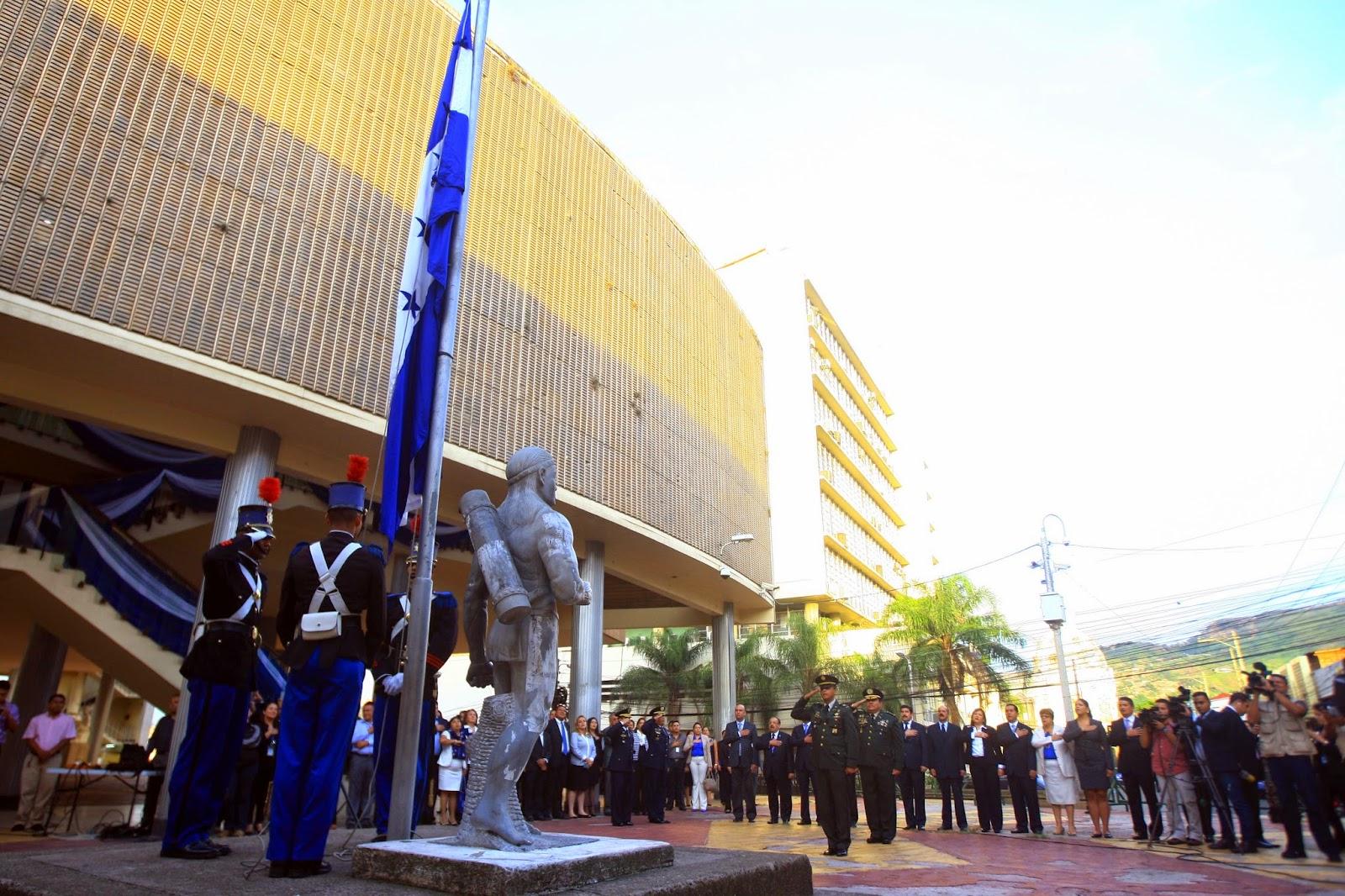 Congreso Nacional realiza acto de izamiento de la bandera