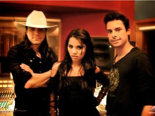 foto de Stefhany com a dupla Janderson e Anderson