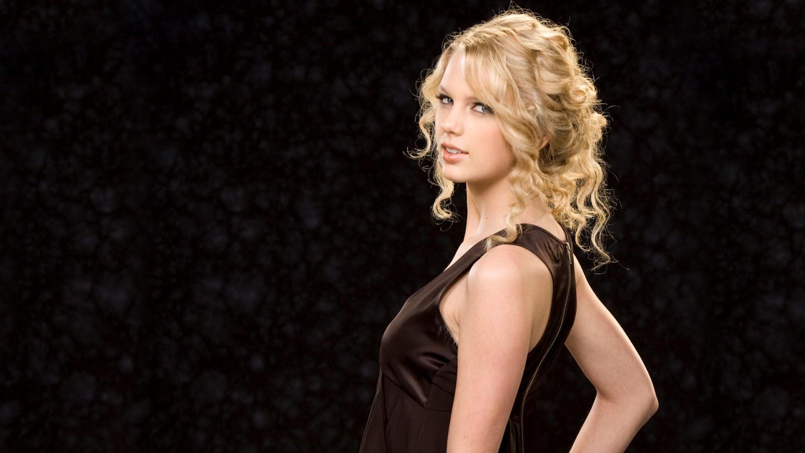 Taylor Swift Wallpaper in Black top