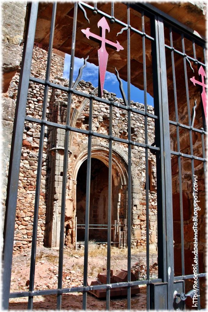 Interior ruinas iglesia santa catalina