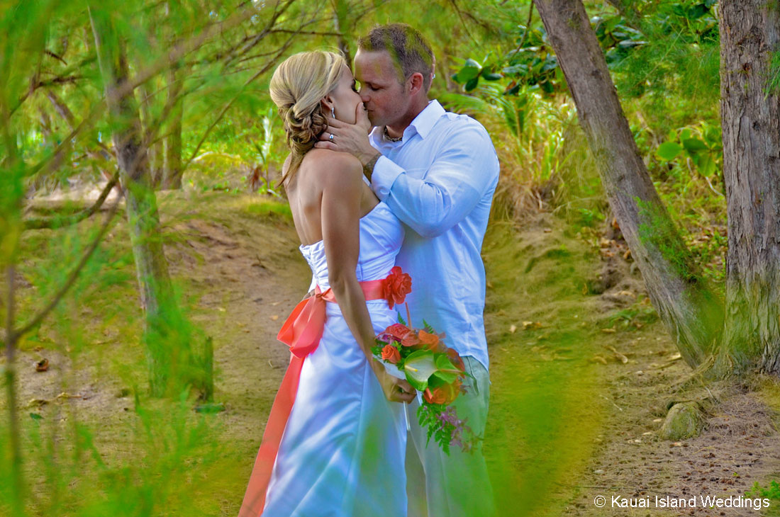 Also Whats The Look You Want To Go For In Your Wedding Photos Kauai Provides Many Diverse Beach Locations Offering Rocks Cliffs And Palm Trees
